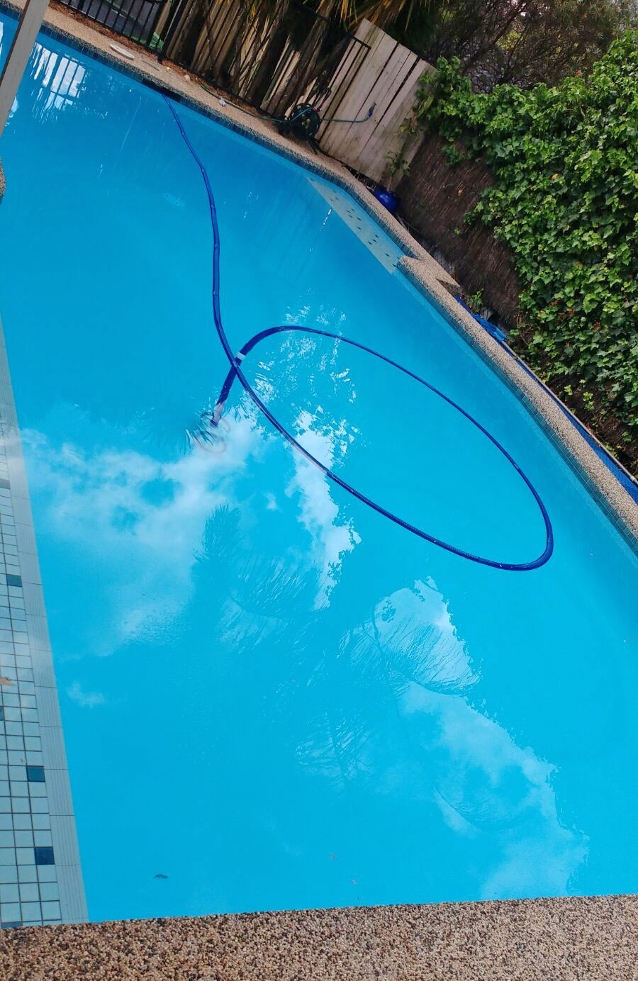 Painted with bondi colour new life for your pool - Waterproof paint for swimming pools ...
